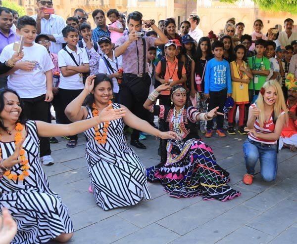 Travelers dancing on Kalbelia Dance
